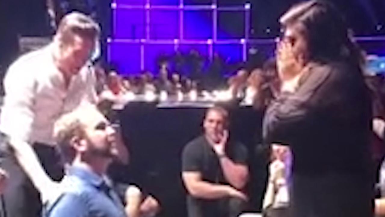 Hugh Jackman helpt man tijdens zijn concert met aanzoek