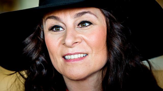 Trijntje Oosterhuis komt aan in Wenen voor Songfestival