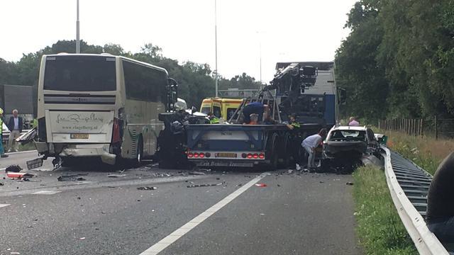 Acht gewonden nadat vrachtwagen op file inrijdt op A58 bij Moergestel