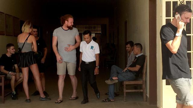Zeven verdachten 'dansfeest' Cambodja voorlopig vrij, Nederlander nog vast
