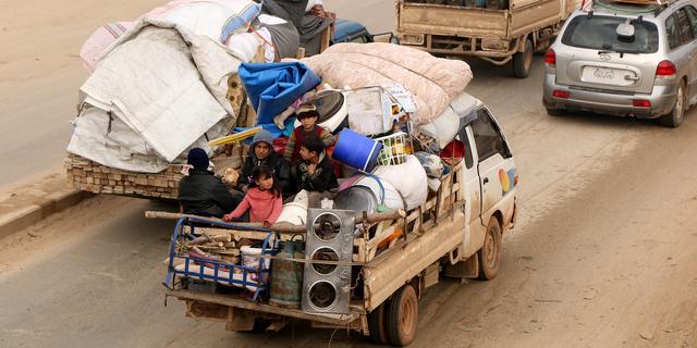 Twaalf doden door luchtaanval in Idlib, Syriërs nog massaal op de vlucht