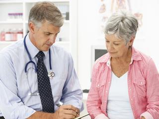 Patiënten 'blokkeren' vaak tijdens gesprek met medisch specialist