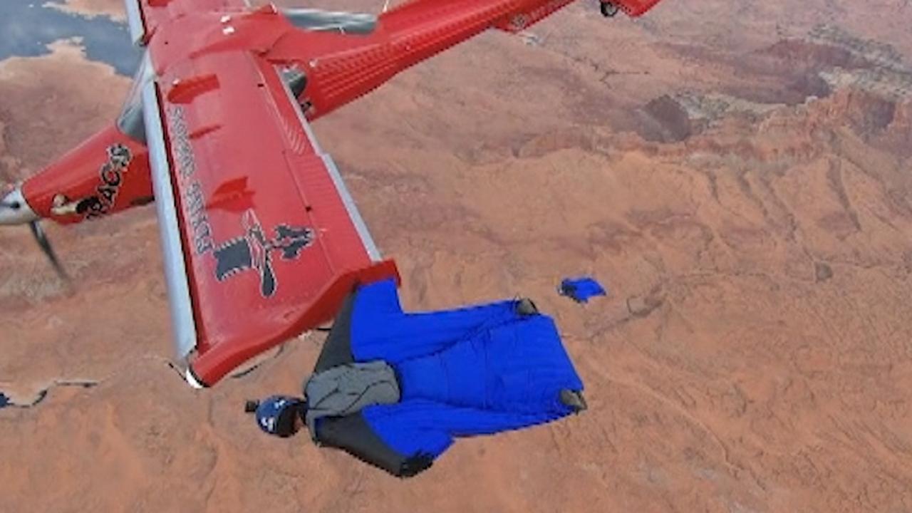 Amerikanen zweven in wingsuits naast vliegtuigen in Arizona