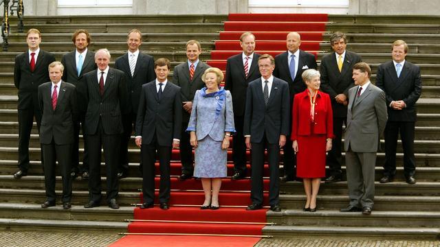 Premier Balkenende en zijn ministersploeg in 2002.