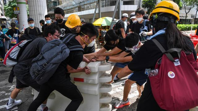 Hongkongse demonstranten blokkeren wegen na verstrijken ultimatum