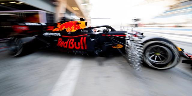 Problemen Mercedes op eerste testdag, Verstappen productief in Red Bull