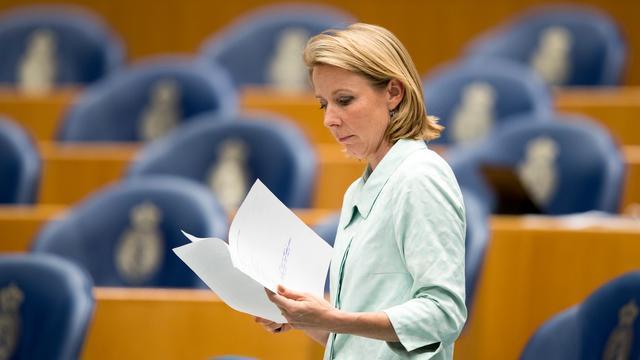 Staatssecretaris Van Veldhoven wil lijst afnemers Chemours