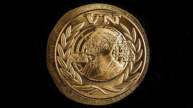Veteranen ontvangen alsnog draaginsigne Nobelprijs