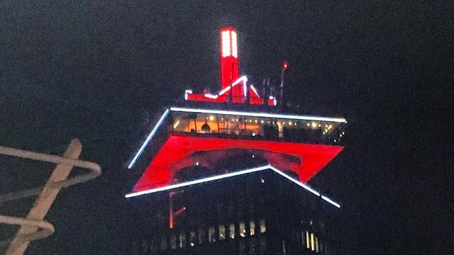A'DAM Toren kleurde rood-wit na zege van Ajax op Tottenham
