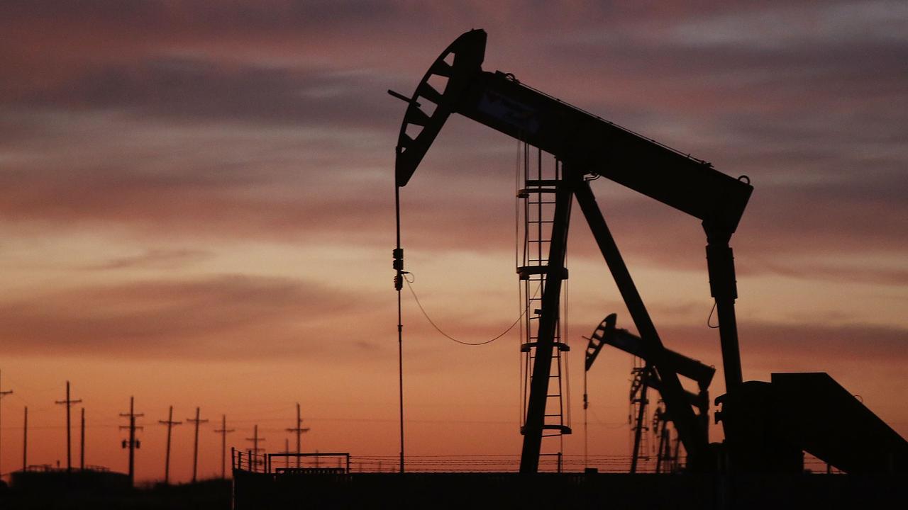 Olieprijzen nemen duikvlucht na handelszorgen