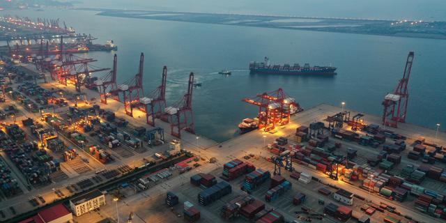 Tekort aan grondstoffen en extreem weer remmen economie van China