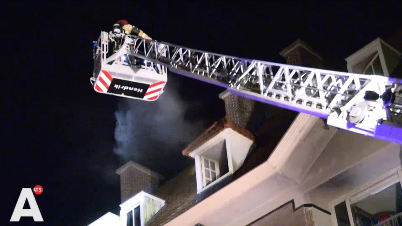 Gezin uit brandende woning Zaandammerplein gered