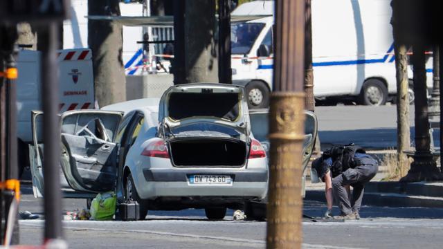 'Wapens aangetroffen in woning dader aanval Champs-Élysées'