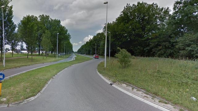 Auto in brand gevlogen na rit over Cornelis Douwesweg