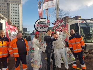 Opruimers vragen mensen afval weg te gooien