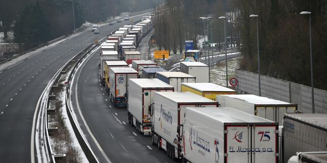 VK wil vrachtwagens EU zonder vergunning doorlaten bij 'no deal-Brexit'