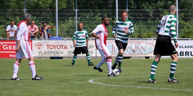 Lucky Ajax komt belofte van doelpuntenfestijn in Middelburg na