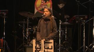 Greta Thunberg spreekt demonstranten toe bij klimaattop in Madrid
