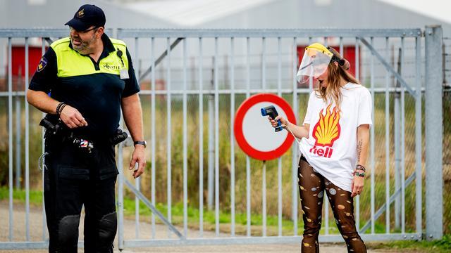 Betogers tegen gaswinning Groningen botsen met politie in Farmsum