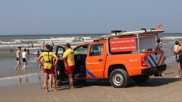 Vier mensen verdronken, ook 's avonds nog druk op stranden en in zee