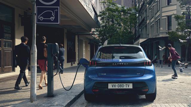 Marktaandeel elektrische auto's in Nederland richting 13 procent