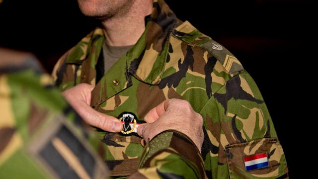 Commando's beloond na parachutesprong in donker