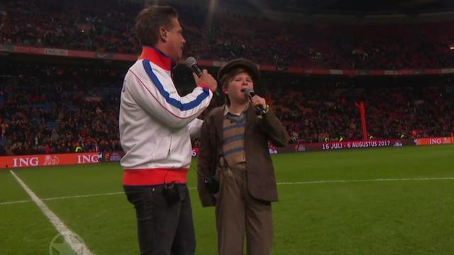 Danny de Munk en 'kleine Ciske' zingen op middenstip Arena