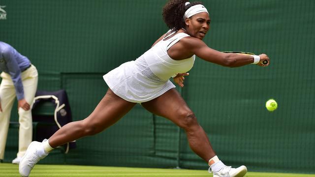 Serena Williams en Sjarapova naar tweede ronde Wimbledon