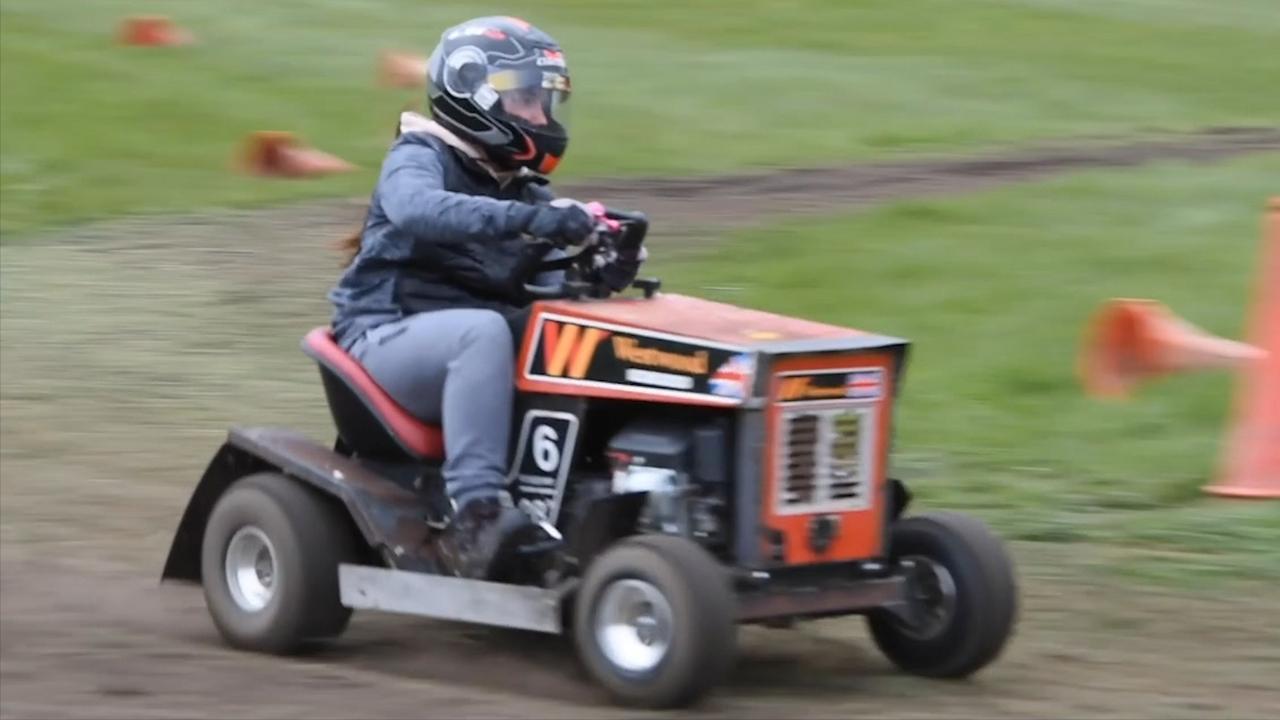 Britten houden race op snelle grasmaaiers