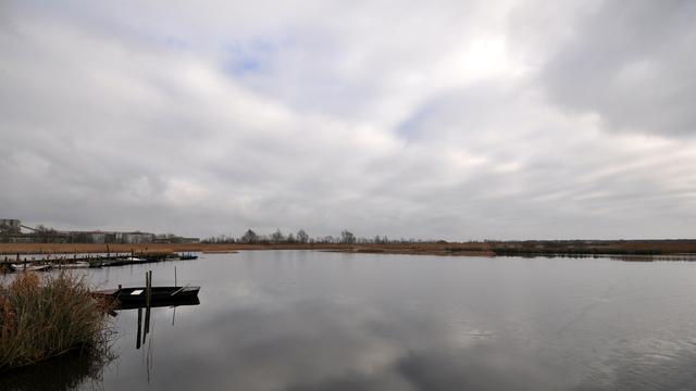 Weerbericht: Bewolkt en overwegend droog, lokaal wel glad