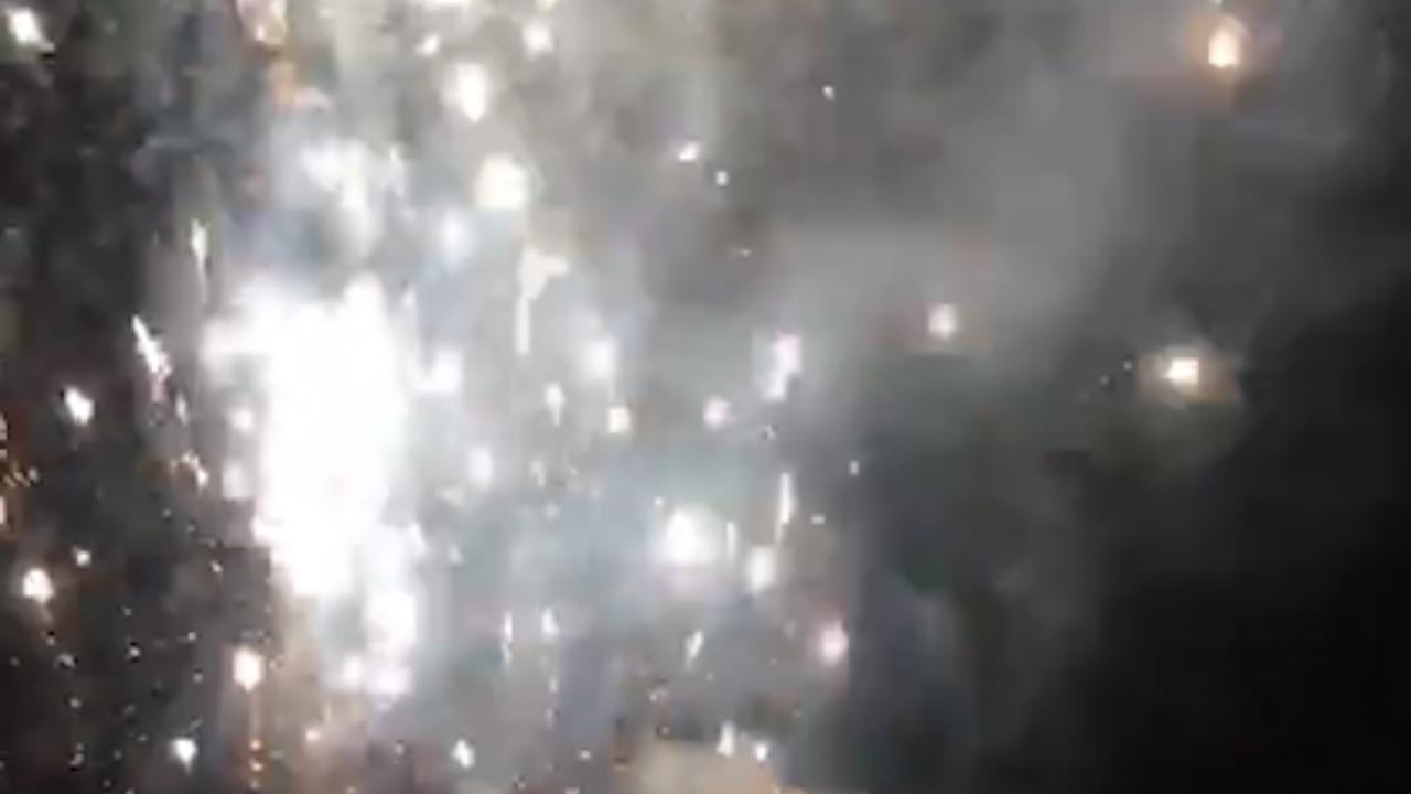 Ajax-fans steken vuurwerk af bij hotel spelers Tottenham