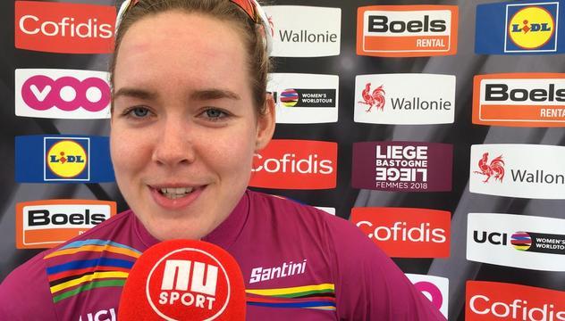 Winnares Van der Breggen: 'Lastig dat iedereen naar mij kijkt'