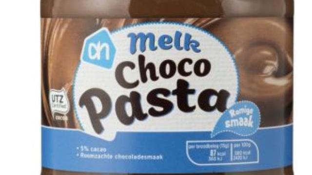 Albert Heijn roept AH Chocopasta melk terug om verwerking hazelnootpasta