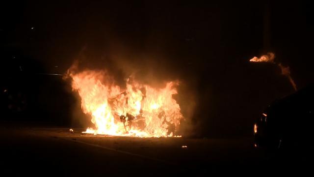 Auto gaat volledig verloren na brand