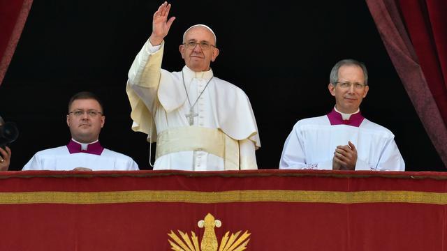 Paus Franciscus roept in kersttoespraak op tot vrede in Midden-Oosten