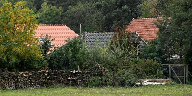 Rechtbank houdt schouw bij boerderij in Ruinerwold, verdachten langer vast