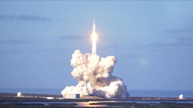 FCC-voorzitter steunt SpaceX-plan voor breedbandinternet via satellieten
