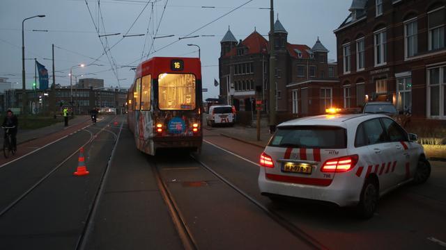 Tram 16 zaterdagochtend ontspoord op Duinstraat