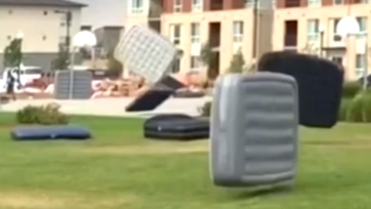Wind blaast 150 luchtbedden weg van openluchtbioscoop in Denver