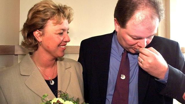 Vrouw Raymond van Barneveld hoorde via media over nieuwe liefde darter