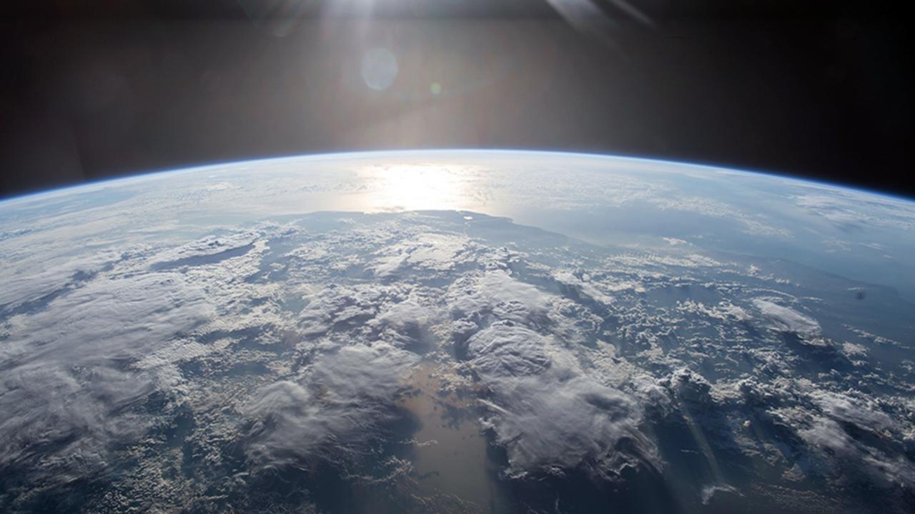 livestream: bekijk de aarde vanuit de ruimte | nu - het laatste