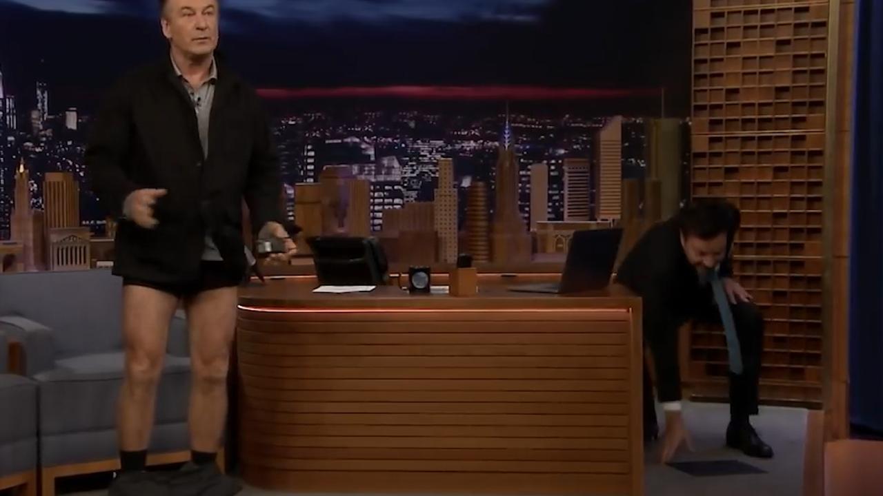 Alec Baldwin demonstreert gewichtsverlies bij Jimmy Fallon