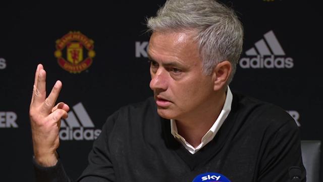 United-coach Mourinho boos op journalisten na 3-0-nederlaag