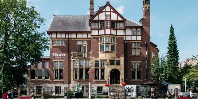 Moco Museum verkoopt schilderij van Banksy om personeel bijeen te houden