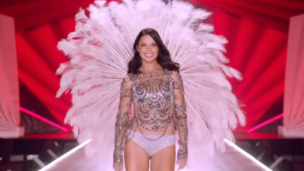 Adriana Lima krijgt staande ovatie bij afscheid Victoria's Secret