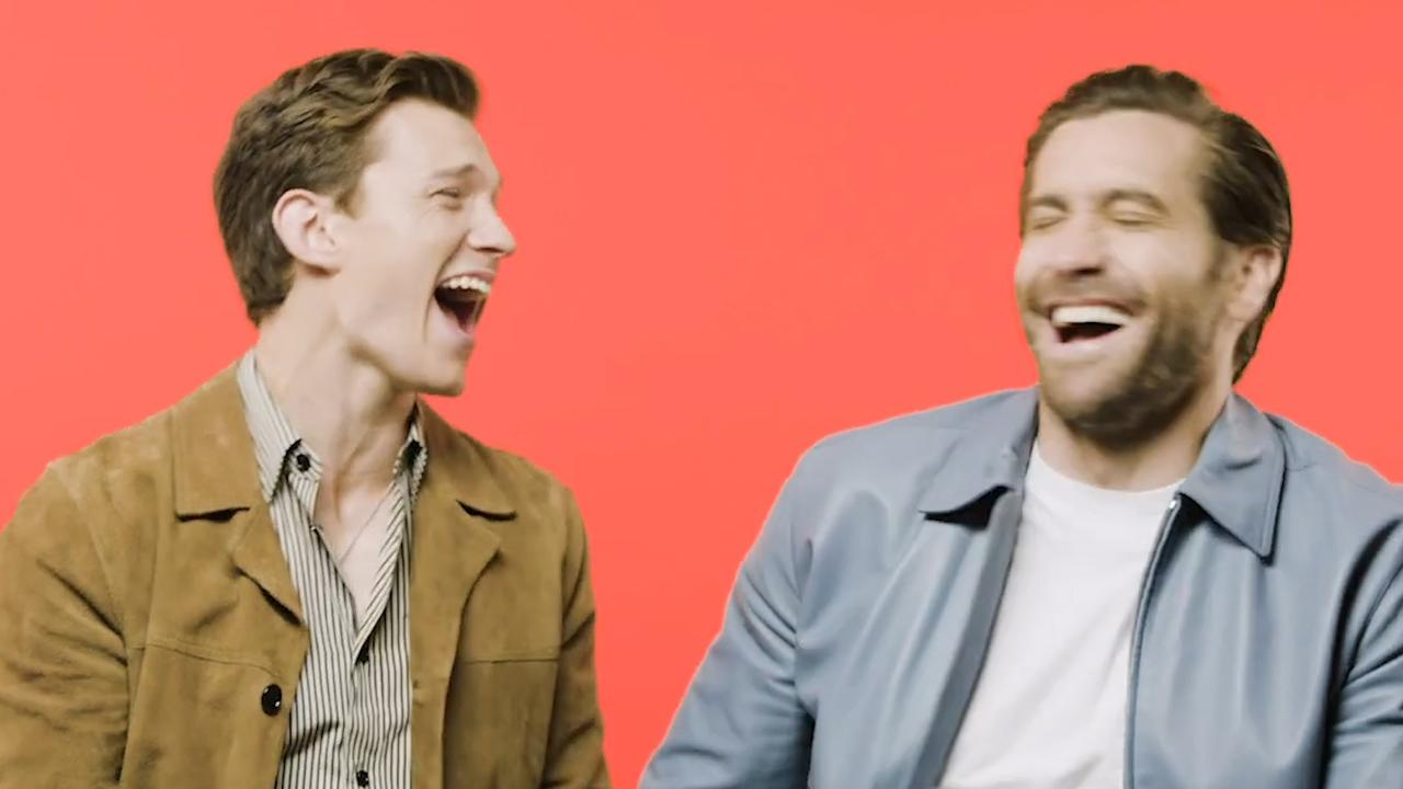 Tom Holland en Jake Gyllenhaal imiteren dieren en acteurs