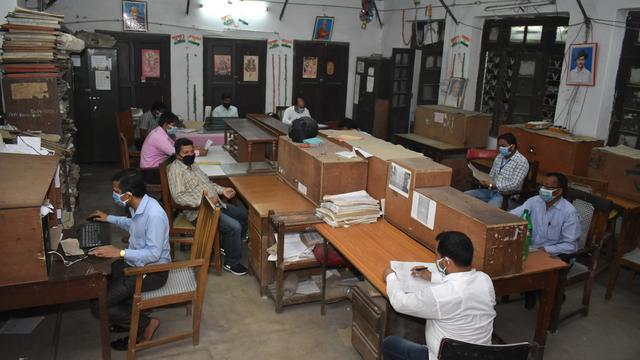 India start economie voorzichtig op in minder hard getroffen regio's