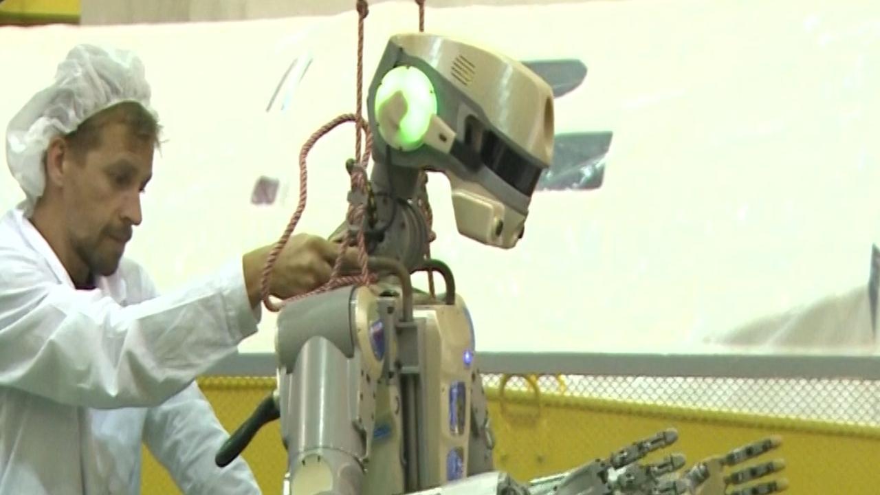 Rusland stuurt 'menselijke' robot de ruimte in