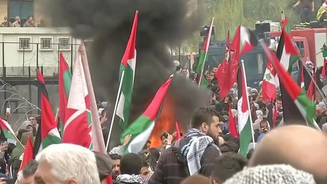 Politie Libanon gebruikt traangas tegen betogers bij ambassade VS