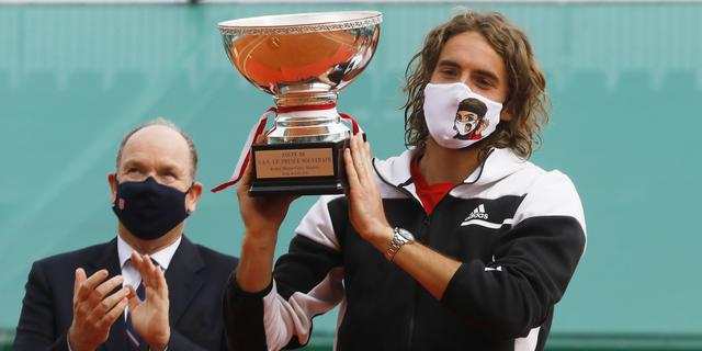 Oppermachtige Tsitsipás verovert in Monte Carlo eerste Masters-titel